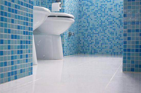 укладка плитки на пол ванной комнаты