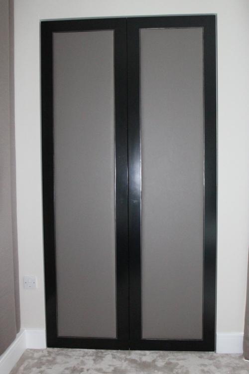 стеклянная двудверная модель