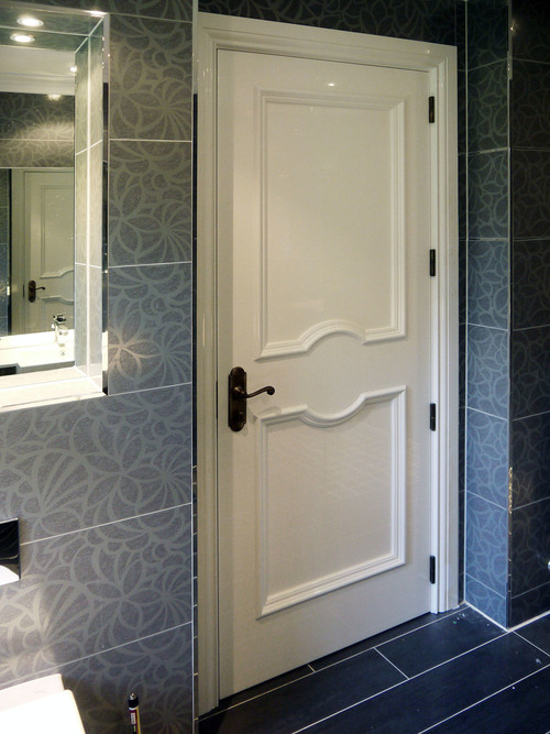 обычная деревянная дверь