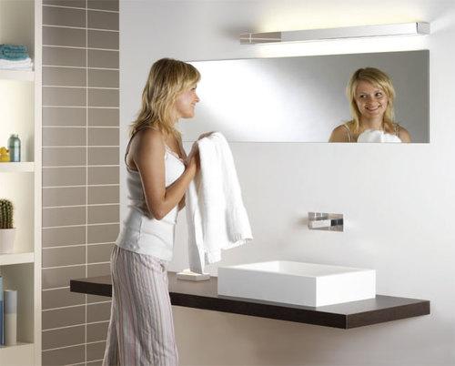 светльник над зеркалом
