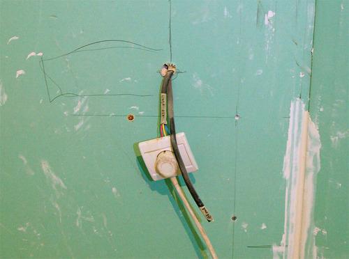 выключатель для освещения потолка