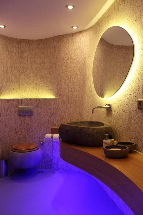 красивая подсветка и встроенные в потолок