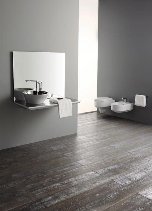 минимализм и паркет в ванной