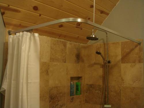 угловая штанга в ванной
