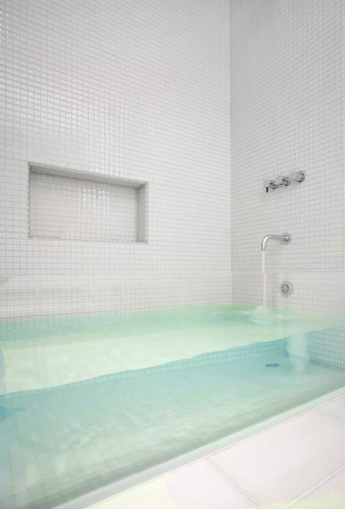 прозрачная ванна в стиле хай тек