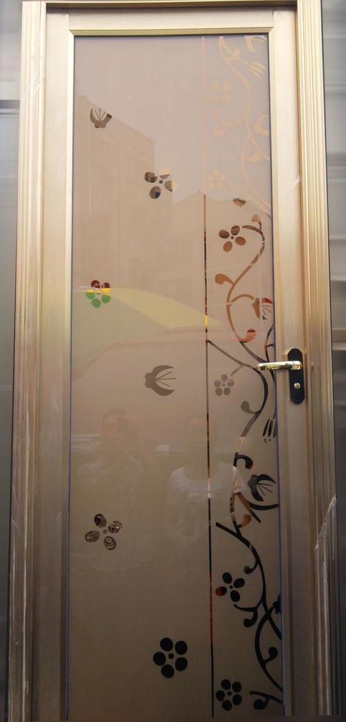 ustanovka-dveri-v-vannuyu-04