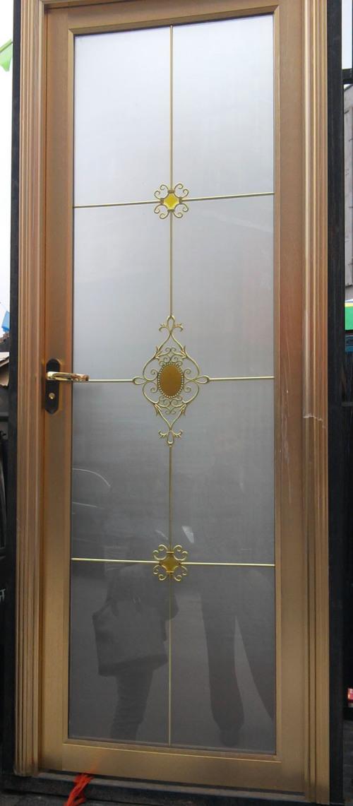 ustanovka-dveri-v-vannuyu-06