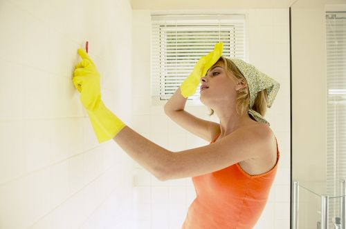 Чем помыть плитку в ванной чтобы блестела