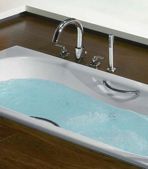 Ванна с поручнями