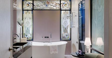 Ванная с декоративными стеклами