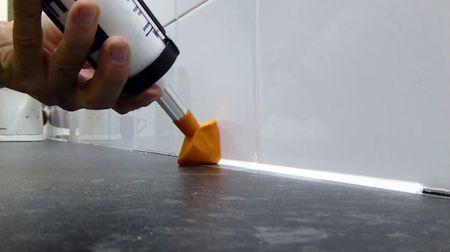 Применение насадки облегчает нанесение герметика